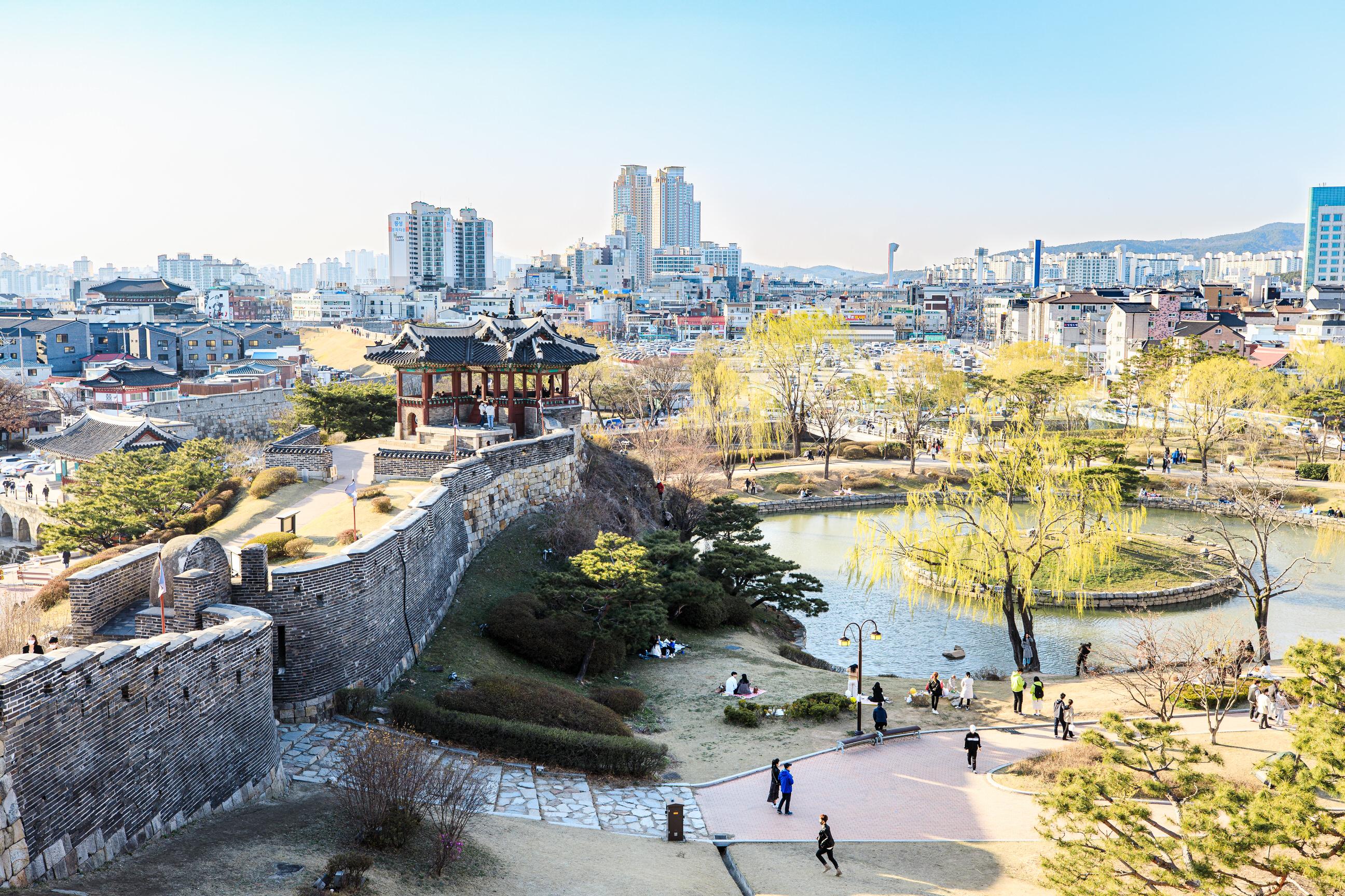 Banghwasuryujeong and Yongyeon Pond